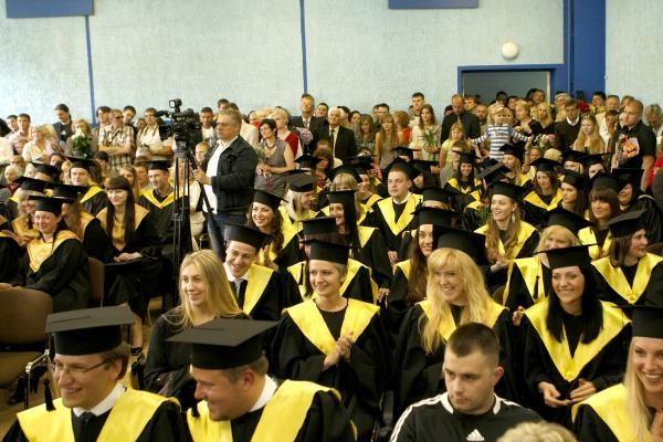 83-ejų palangiškis tapo vyriausiu universiteto absolventu