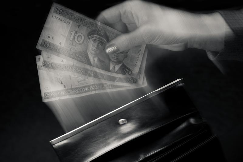 Valdininkę bandę papirkti verslininkai atsipirko lygtinėmis bausmėmis
