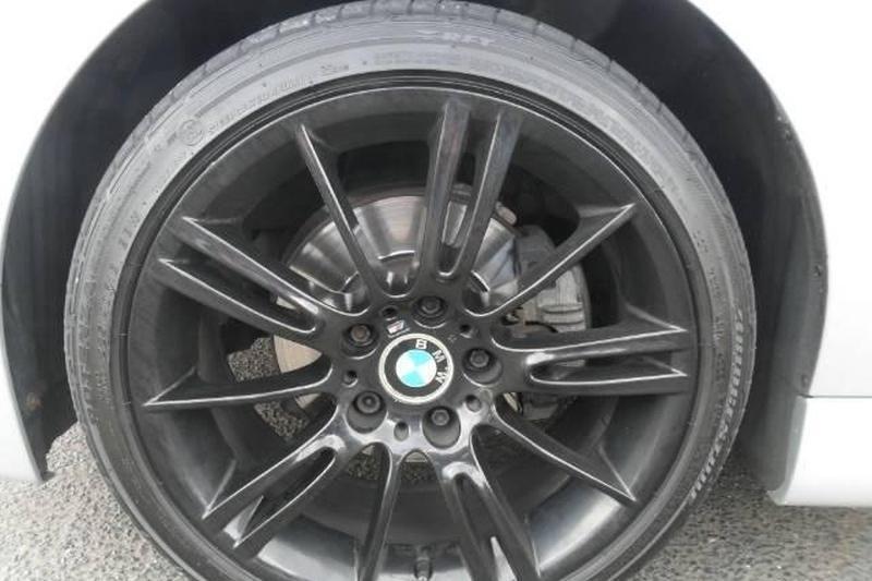 """Klaipėdos centre liepsnojo padegtas """"BMW 530"""""""