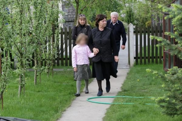 Žmonės neišleido D.Kedžio dukros į susitikimą su mama