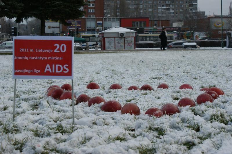 AIDS dieną Klaipėda pažymi raudonu ledu