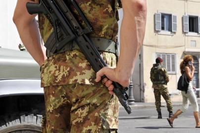 Italijos miestuose patruliuos kariai