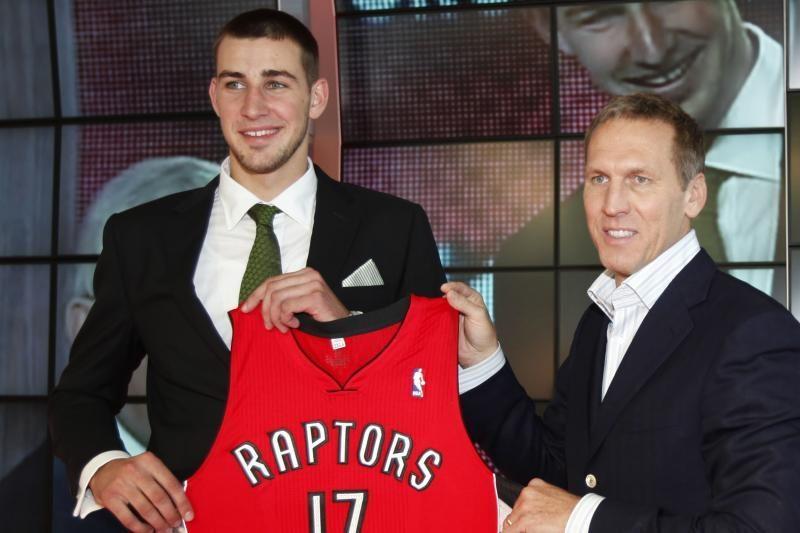 """""""Raptors"""" oficialiai pasirašė sutartį su J.Valančiūnu"""