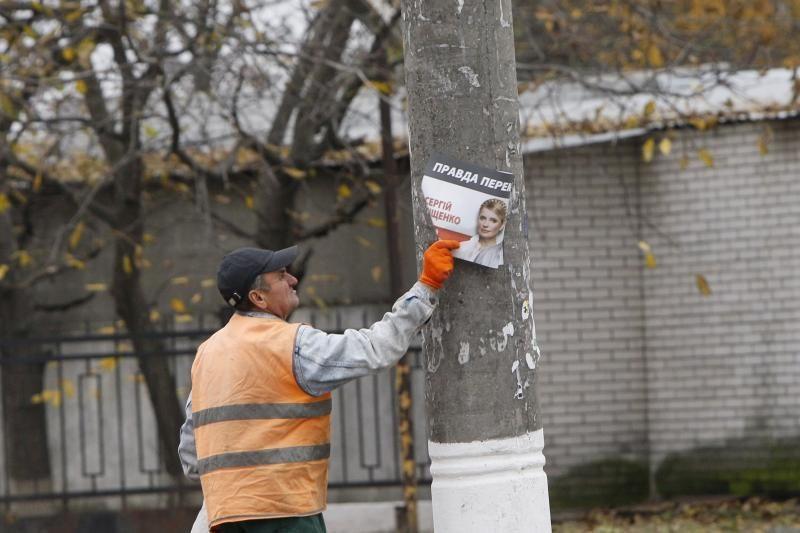 Ukrainoje skaičiuojant balsus pirmauja valdančioji partija