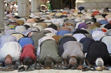 Mečetę apšvarinęs vagis atsiprašė Alacho