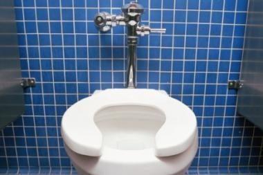 Gaisras kilo buto tualete