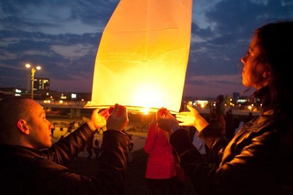 Solidarumą lenkų tautai vilniečiai reiškė ir leisdami dangaus žibintus