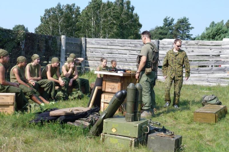 Į sukarintą stovyklą Kairių poligone – ir mergaitės
