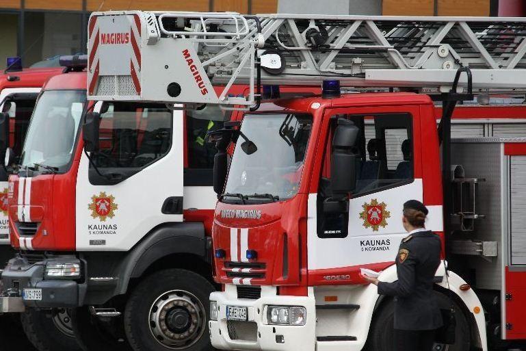 Apleistų pastatų gaisrai nesiliauja, tačiau šiąnakt apsieita be aukų