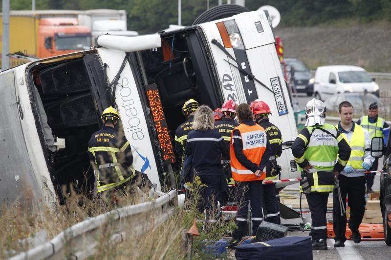 Rytų Prancūzijoje apsivertus lenkų autobusui žuvo du žmonės