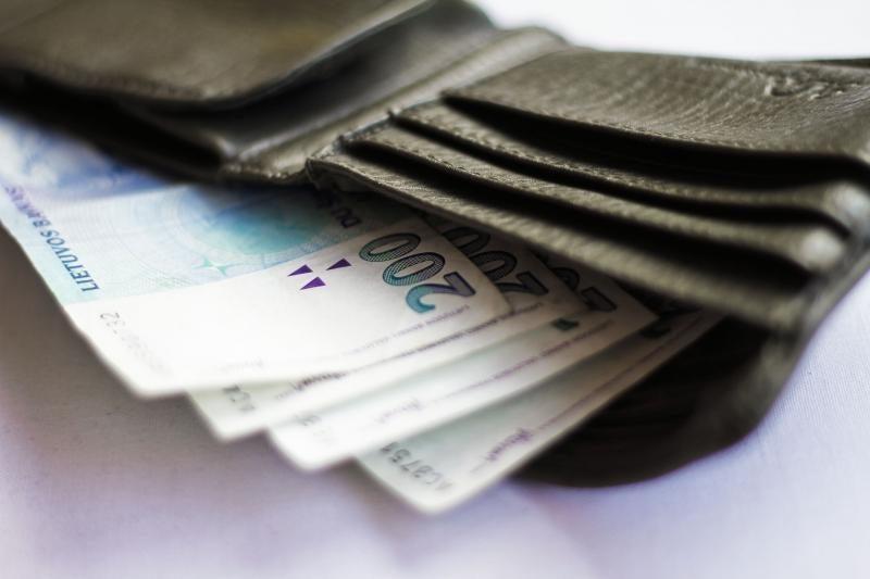 Dvylikametis sukčiams atidavė 80 tūkst. litų