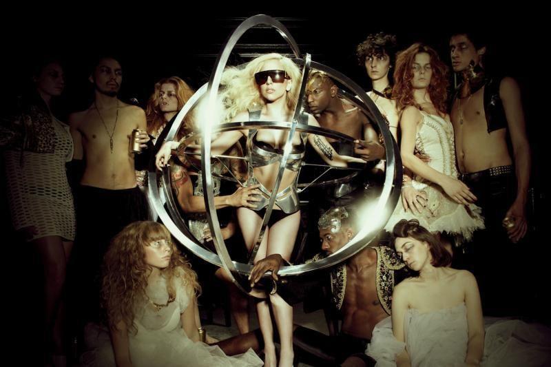 Lady Gaga į savo koncertą Vilniuje kviečia plaukikę Rūtą Meilutytę