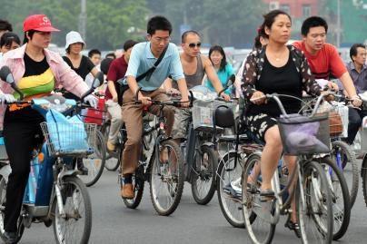 Pekino vairuotojai raginami važiuoti dviračiais