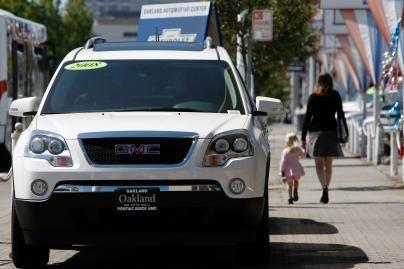 JAV rekordiškai mažėja automobilių pardavimai