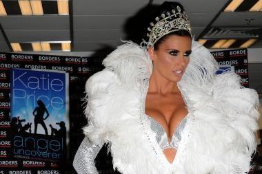 Britanijos moterys masiškai didinasi krūtis