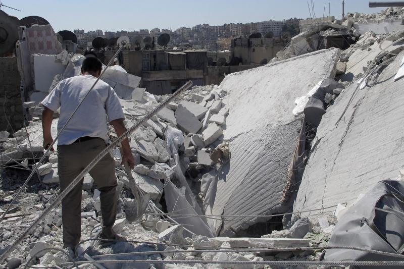 """Sirijos sukilėlių grupė skelbia sučiupusi """"numušto"""" lėktuvo pilotą"""