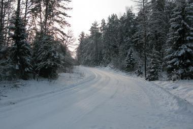 Eismo sąlygos: keliai provėžoti, yra šlapio sniego