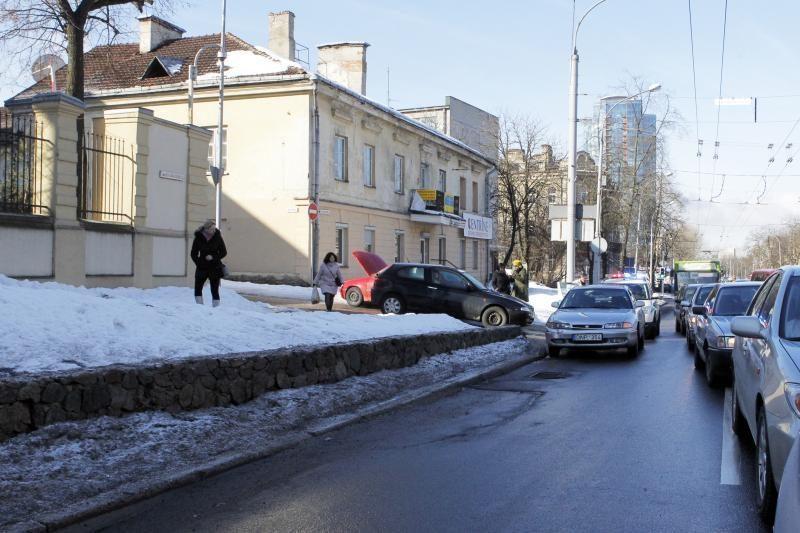 Vilniečiai šįryt raginami aplenkti J. Basanavičiaus gatvę