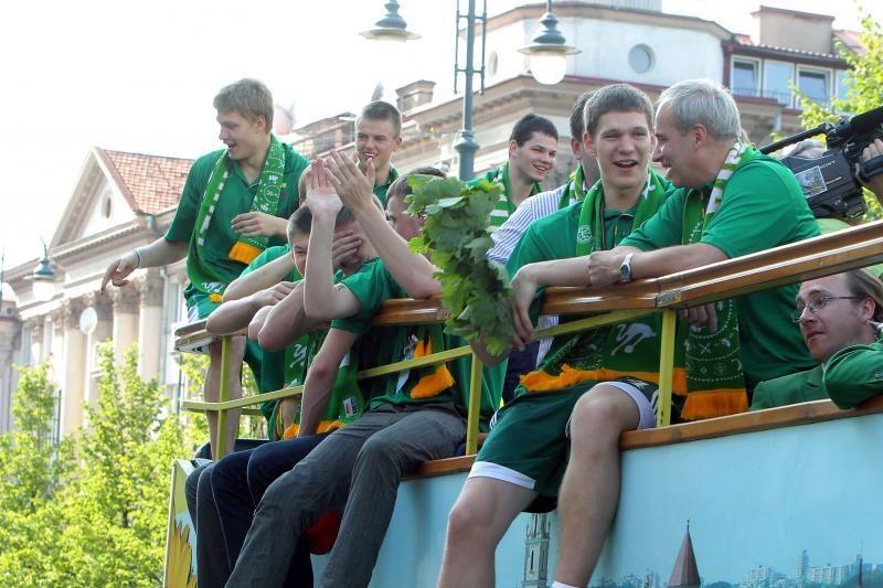 Tradicija tęsiasi: čempionai Vilniuje švęs važiuodami atviru autobusu