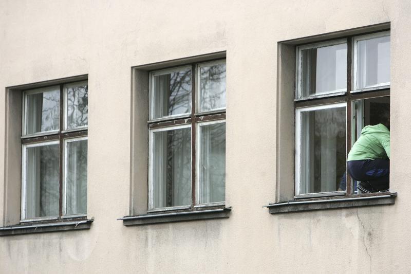 Ukmergėje pro ligoninės langą iškrito ir mirė pacientė