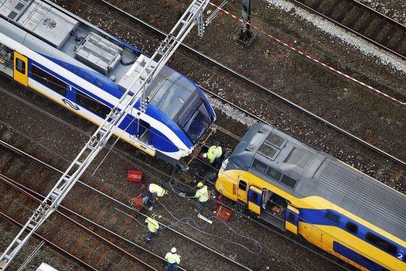 Nyderlanduose susidūrė du keleiviniai traukiniai