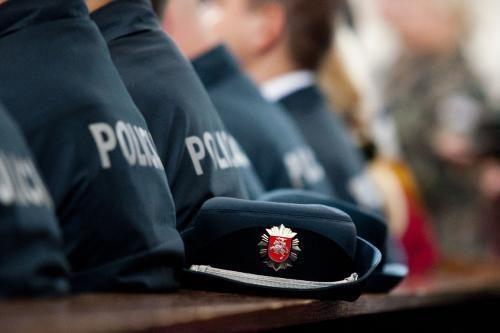 Policininkui sudavusią panevėžietę siunčia dirbti viešųjų darbų