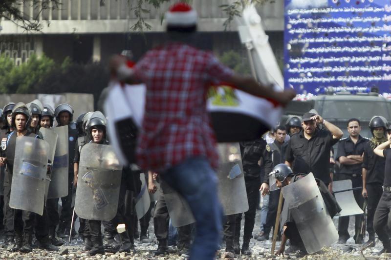 Egipte protestuotojai apsupo prezidentūrą