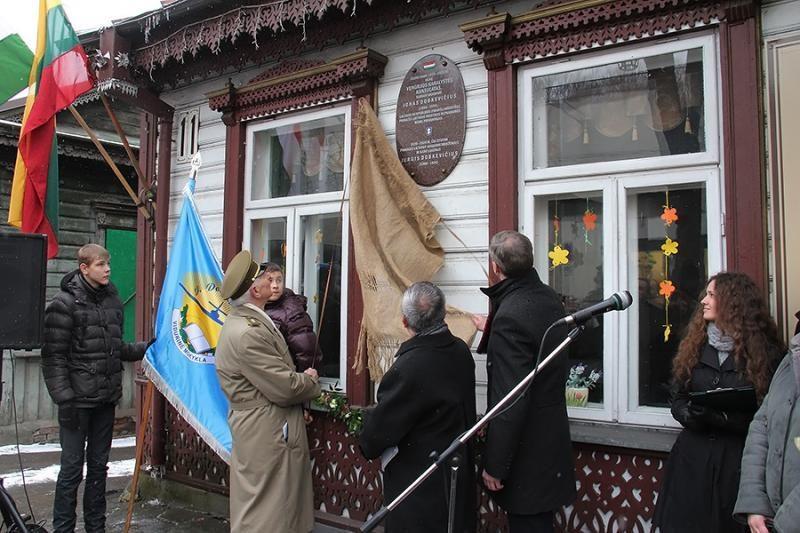 Kaune atidengta atminimo lenta Jonui ir Jurgiui Dobkevičiams