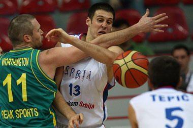 Serbai užtikrintai įveikė Australijos rinktinę