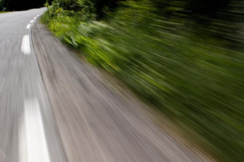 Ukmergės rajone nuo kelio nuvažiavus automobiliui sužalota moteris
