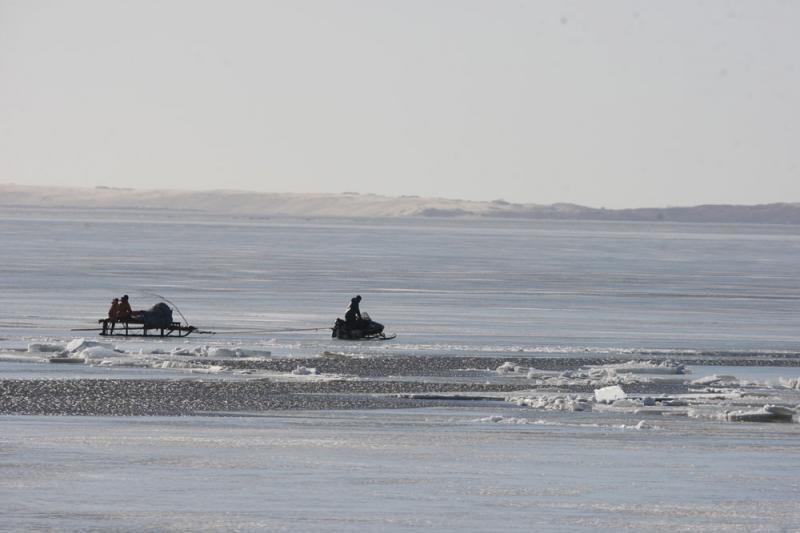 Gelbėtojai prašo nerizikuoti: Kuršių marių ledas plonas ir pavojingas
