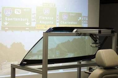 GM padės vairuotojams matyti