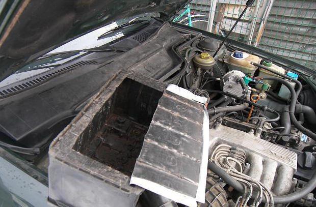 Kontrabandines cigaretes šiaulietė gabeno automobilio akumuliatoriuje
