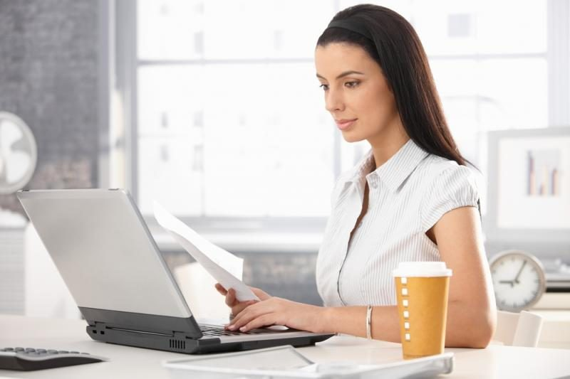Kad pasiektų vyrų metinį atlygį, moterims reikia dirbti 38 d. ilgiau