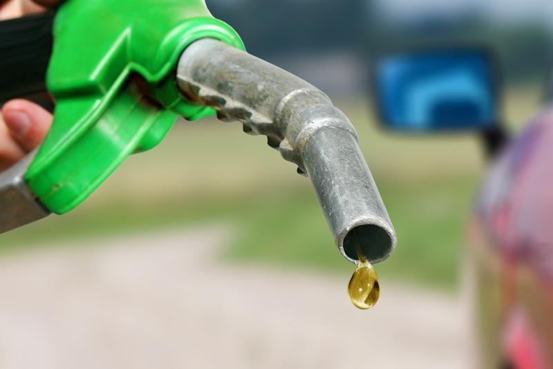 Į sukilimą prieš bankus - ir degalų pardavėjai