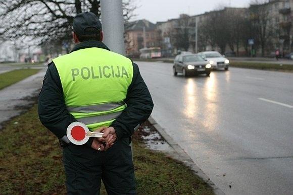 Per ateinančius laisvadienius policija stiprins patruliavimą