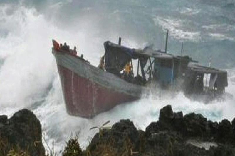 Prie Kalėdų salų apsivertė laivas su 200 prieglobsčio ieškotojų