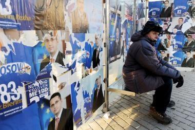 Kosovo rinkėjai balsuoja istoriniuose rinkimuose