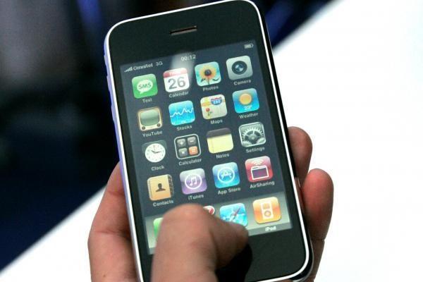 """""""iPhone"""" surinkinėjantiems darbuotojams padidinta alga"""