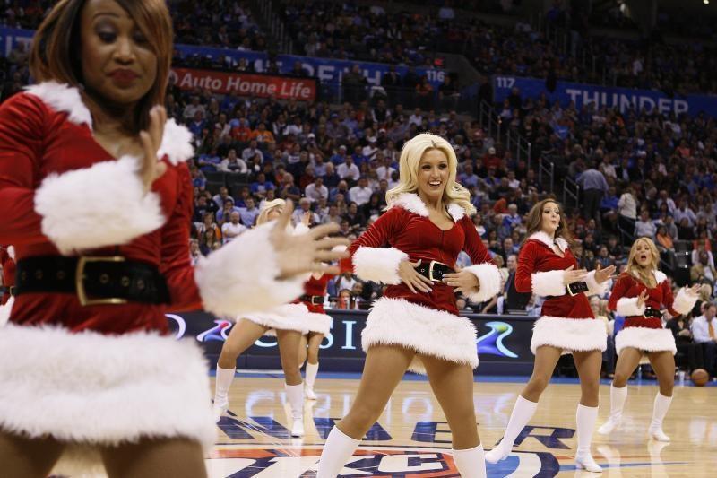 """Šventės jau čia! """"Raptors"""" šokėjos siunčia kalėdinius linkėjimus!"""