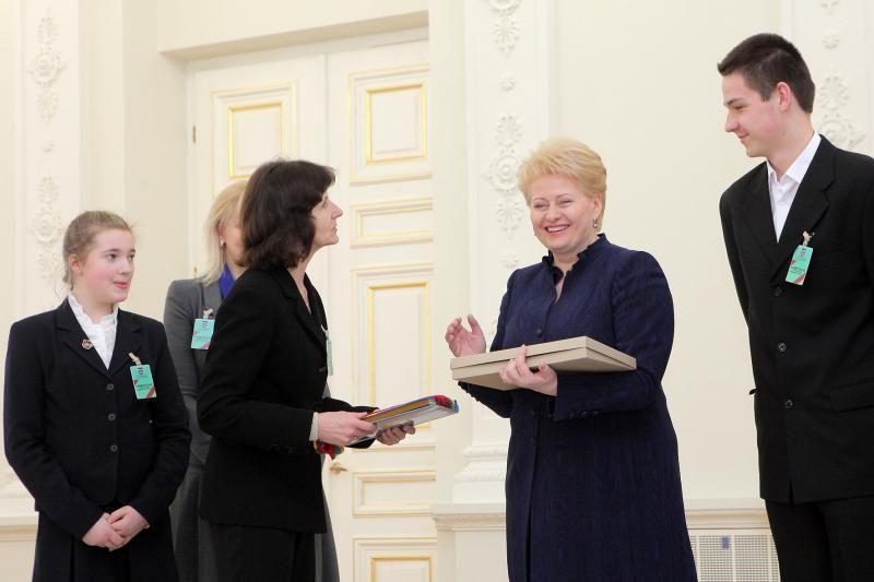 Sumaniausiai šventusiems Vasario 16-ąją – prezidentės dovana