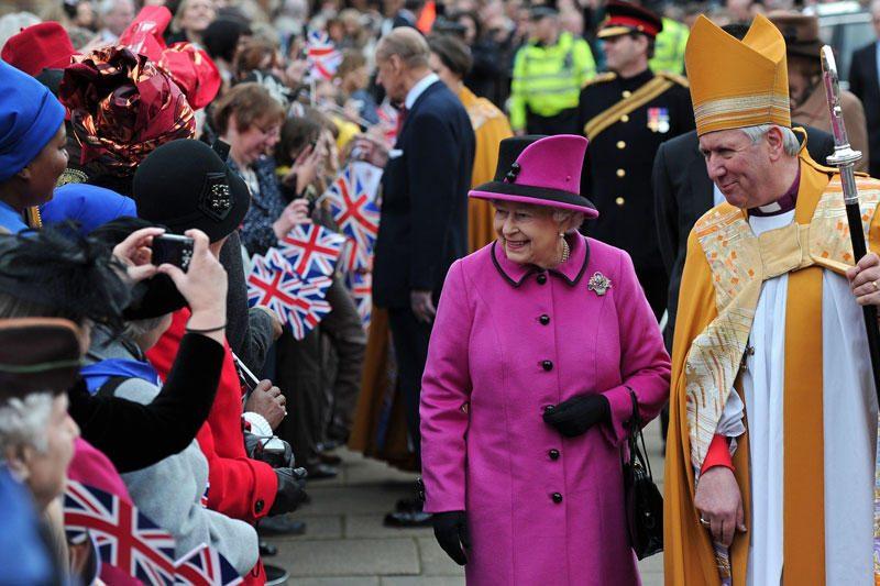 Elizabeth II Lesteryje sutikta kaip roko žvaigždė