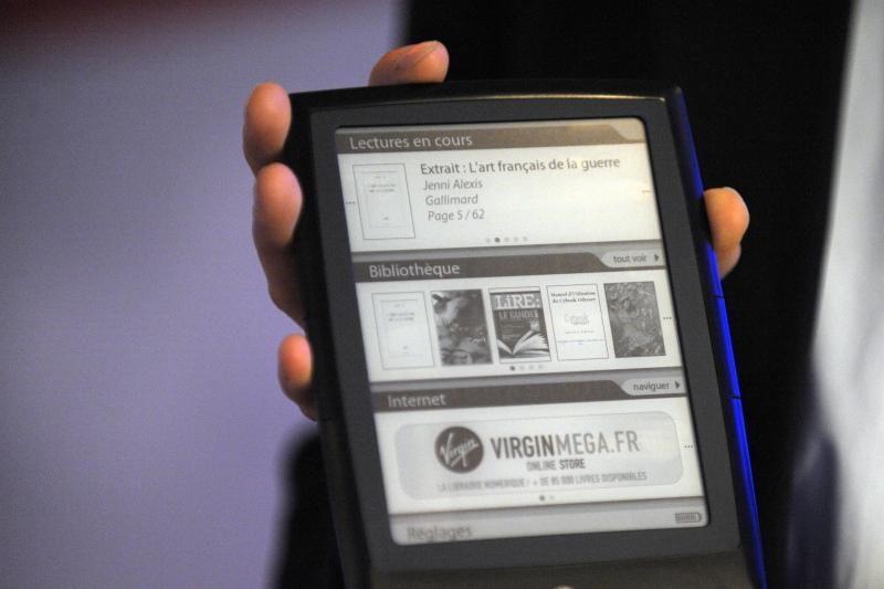 """""""LG"""" pradėjo gaminti skaityklėms skirtus nesudaužomus ekranus"""