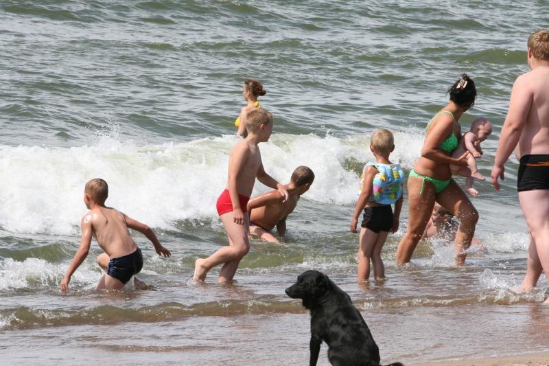 Vaikai paplūdimy dažniau ieško tėvų, nei šie pasigenda atžalų