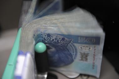 Lenkijos valdžia bankams duoda 8 mlrd. zlotų
