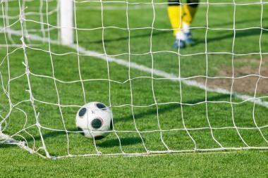LFF I lygoje rungtyniaus dešimt komandų