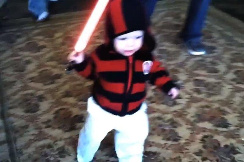 (Ne)tolima ateitis: vaiko rankose – žudantis šviesos kardas