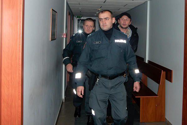 Keturmetės prievartavimu įtariamas vilnietis bus paleistas iš areštinės