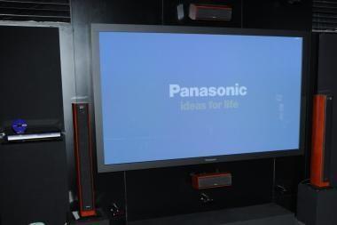 """""""Panasonic"""" sukūrė trimatę """"Full HD"""" kino sistemą"""