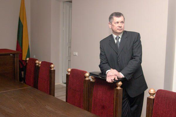 Vilniaus teisėjai nusišalino nuo buvusių kolegų baudžiamosios bylos